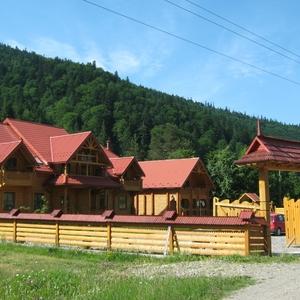 Onze sadiba, houten blokhut-hotelletje, bij Yaremcha
