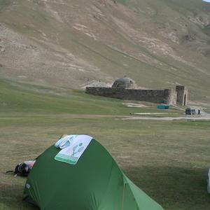Kirgizië, ons tentje naast Tash Rabat Caravanserai