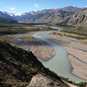 zicht op de Rió de las Vueltas vanuit Los Glaciares NP nabij El Chalt